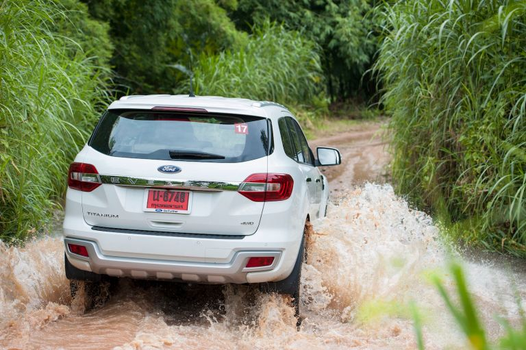 Ford Everest drive 047